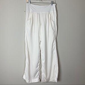 """LULULEMON White """"Elevate"""" Loose Fit Yoga Pants"""